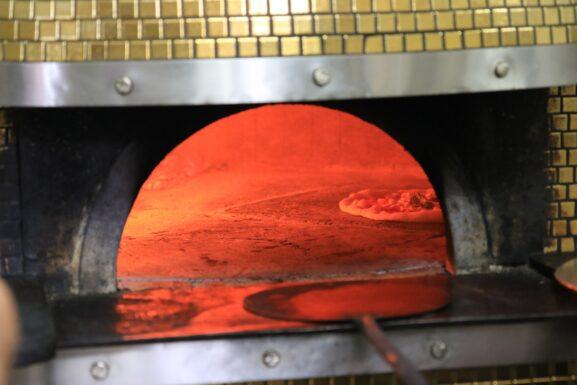 four à bois pizza napolitaine